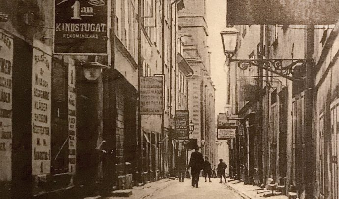 Foto: Kindstugatan, år 1900–1905.  Bilkälla: femsmahus.se